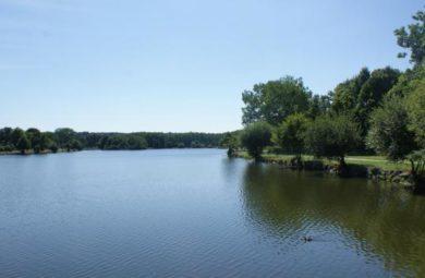 Le site du plan d'eau de Lamballe qui accueillera la randonnée de l'espoir jeudi 13 juillet. | Ouest-France